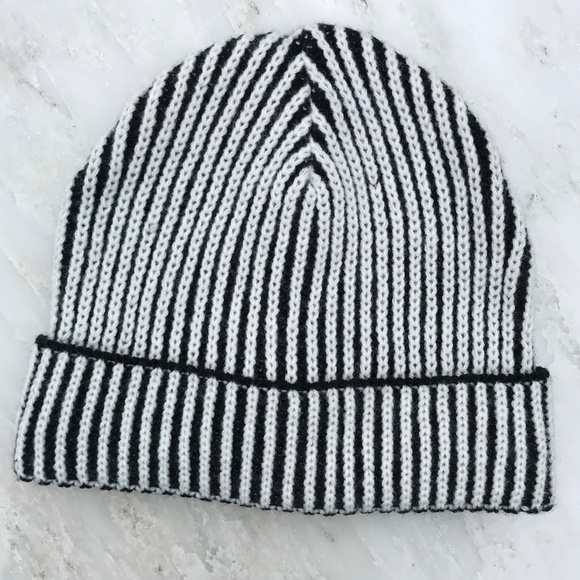 bc8336787c75c FOREVER 21 🆕 Winter Snow Hat Knit Striped Beanie